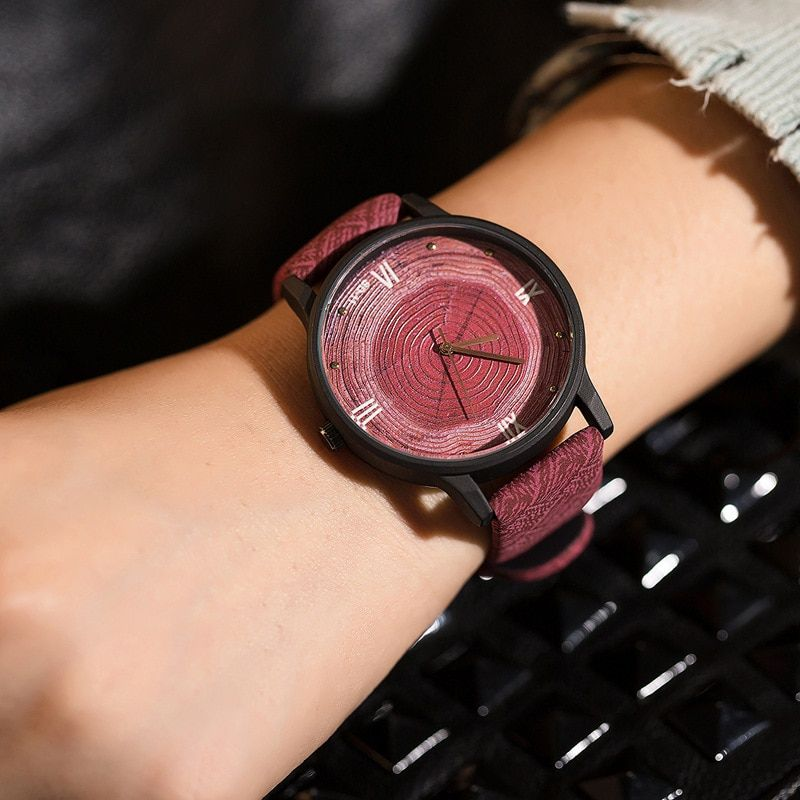Nouveau bois femmes montres rétro 2016 décontracté FEIFAN marque Vintage en cuir Quartz horloge femme mode Simple visage en bois montre noir