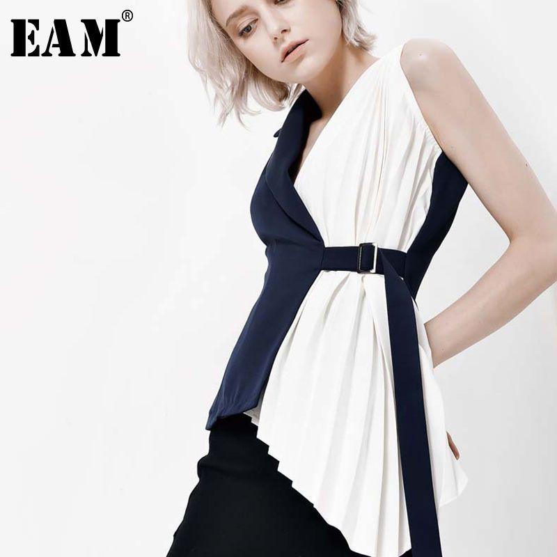 [EAM] 2018 New Autumn Fashion Stitching Crimp Design Irregular Hemline Buckle Loop Black White Vest Loose Tops Woman YC311