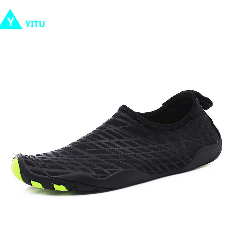 2017 New Summer Men Water Shoes Outdoor <font><b>Swimming</b></font> Shoes Beach Shoes Unisex Flat Soft Quick Drying Sneakers Walking Antiskid Sole