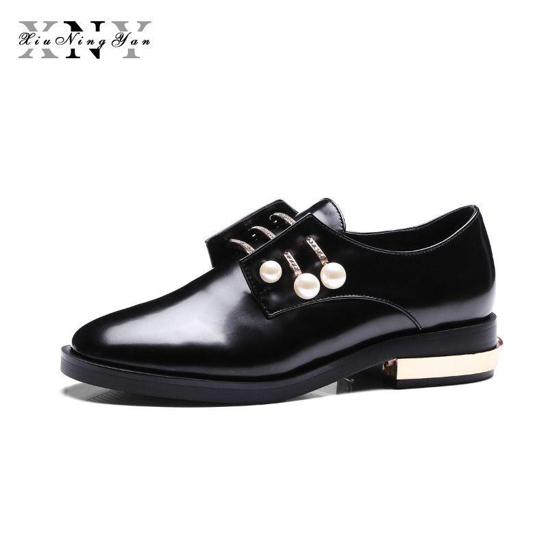 XIUNINGYAN frauen Wohnungen Echtes Leder Metall Perle Lace UP Herbst Frühling Schwarz Weiß Beiläufige Marken Mode Schuh Plus Größe 34-43