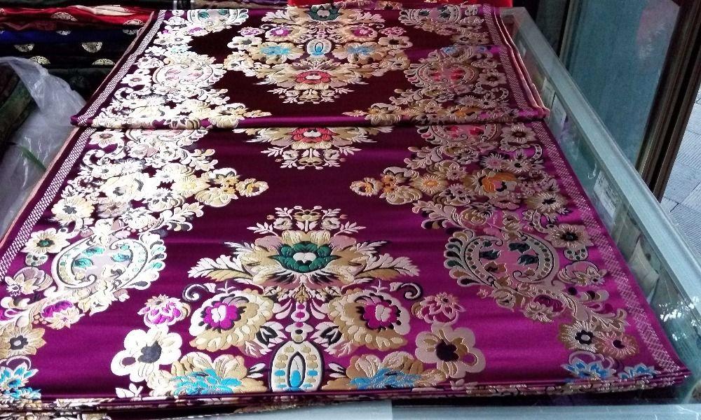 Tissu chinois traditionnel en brocart de soie cheongsam 75 CM Polyester fond violet profond avec motif or vert bleu grande position