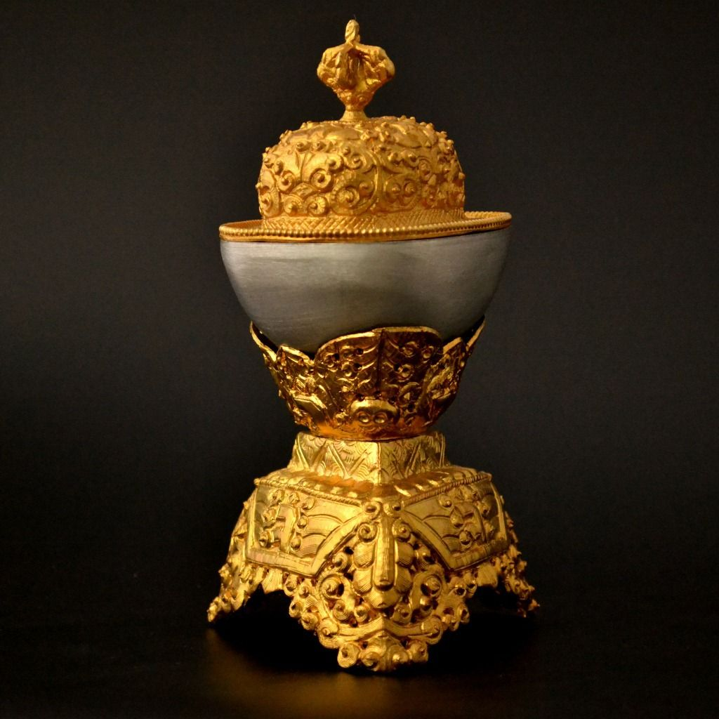 High Grade Esoteric Buddhism Supplies Exquisite Copper Kapala Bowl Ancient Mysterious Gold Sacred Bowl Solemn Temple Decoration