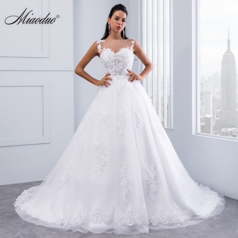 Miaoduo Ball Gown Wedding Dresses 2017 Lace Appliques Sleeveless Bridal Gowns Crystal Sashes Vestido De Novias
