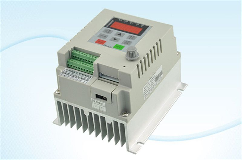 2.2kw 3HP VFD frequency inverter 1phase 220VAC input 1phase 0-220V output 10A 20-50hz for Fan pump monophase motor