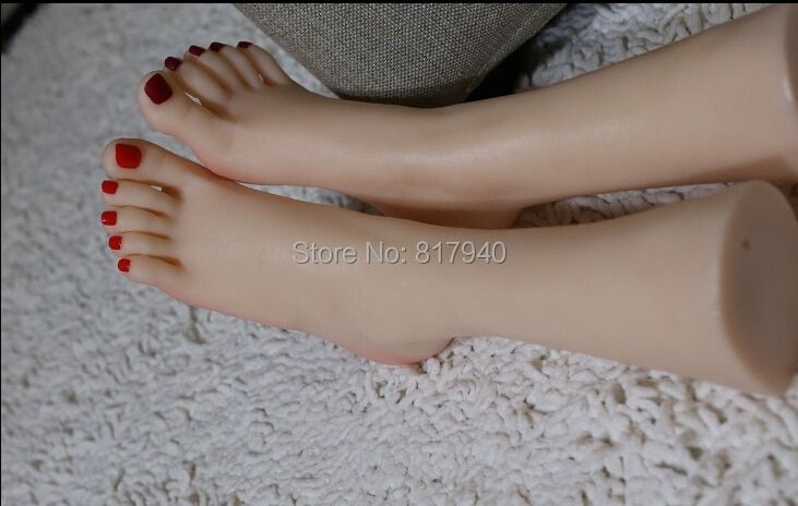 NEW ARRIVAL! 1 Pair Realistic Silicone Lifesize Female Mannequin Foot Display For Shoes And Socks Simulation foot sex toys