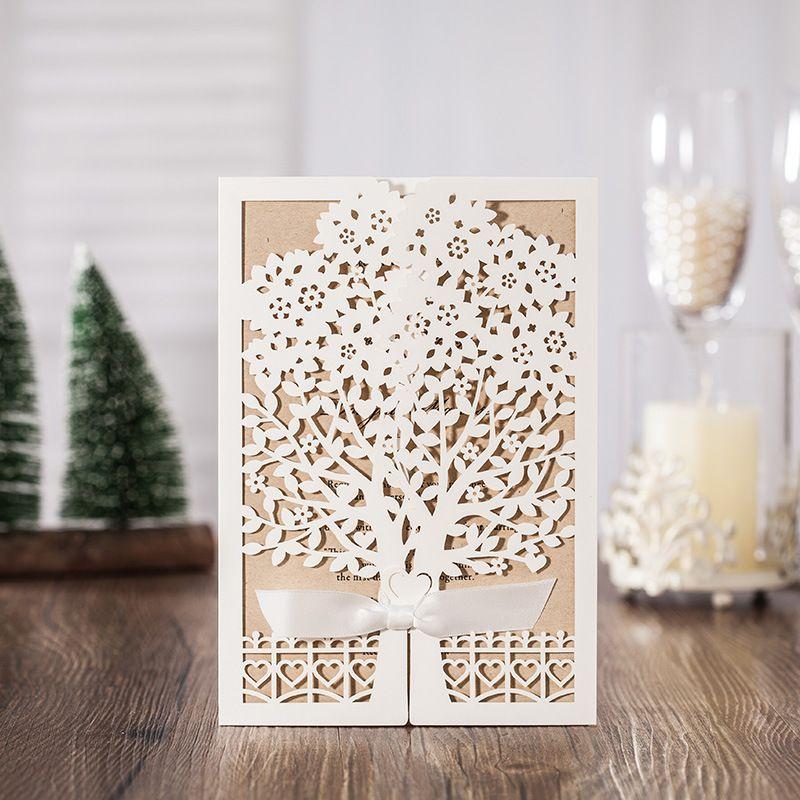 50 pcs Blanc Arbre Laser Cut Mariage Invitations De Mariage Cartes De Voeux Carte 3D Carte Carte Postale Avec Ruban Fournitures Événement de Fête
