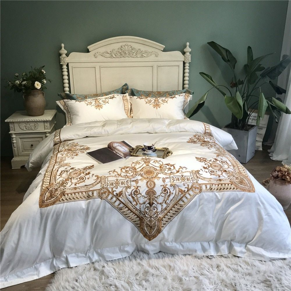 White luxury Embroidered 120S Egyeptian cotton Royal Bedding sets Queen King Wedding Duvet cover Bed sheet set Pillowcases 4pcs