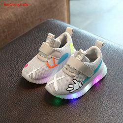 Zapatos de niños con luz 2018 muchachas del resorte zapatillas led bebé malla transpirable Zapatos de deporte luz caramelo color