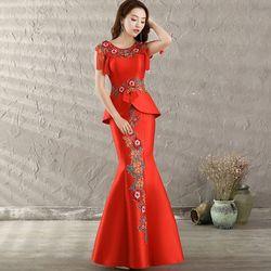 2017 Gaun Qipao Merah Panjang Cheongsam Sexy Modern Mermaid Gaun Gaun Pesta Pakaian Wanita Klasik Gaun Cina Tradisional