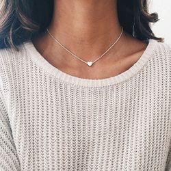 Nuevo pequeño collar de corazón para las mujeres de cadena corta COLLAR COLGANTE en forma de corazón regalo étnico bohemio collar envío de la gota