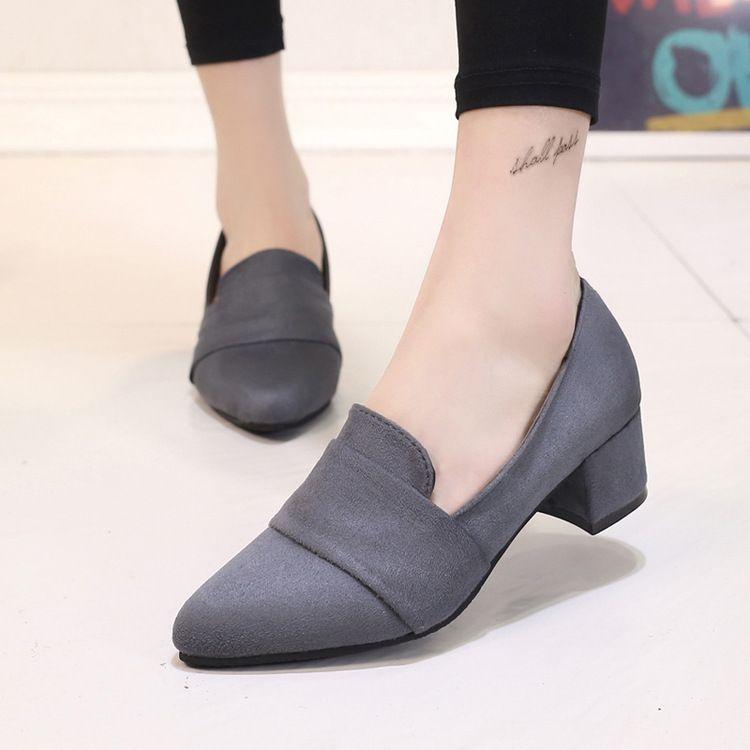 Moda 2017 Mujeres Carrera Bombas Fashion square talón Del Dedo Del Pie puntiagudo zapatos de tacón oficina mujeres Rebaño de Señal de La Gota gratis