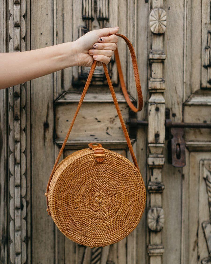 2018 INS CHIC Handmade Crossbody bags Bohemian Straw Bags for Women Small Circle Beach Handbags Summer Vintage Rattan Bag