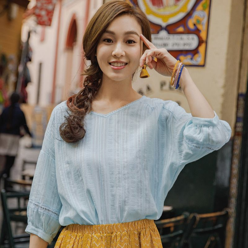 INMAN 2018 summer new artistic lace V collar pure cotton bubble 7 - sleeve shirt loose sleeve blouse