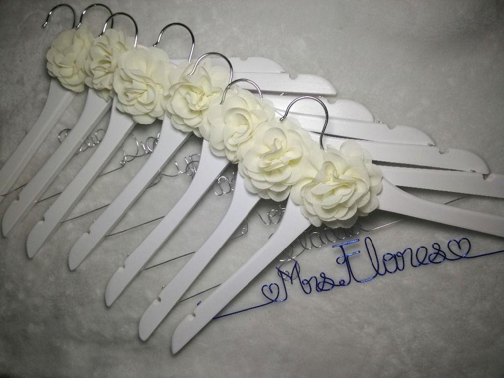 Бесплатная доставка 7 персонализированные свадьбы вешалка, невесты подарки, Имя вешалка, вешалка Невесты Невеста подарок, 2 цветок вешалка