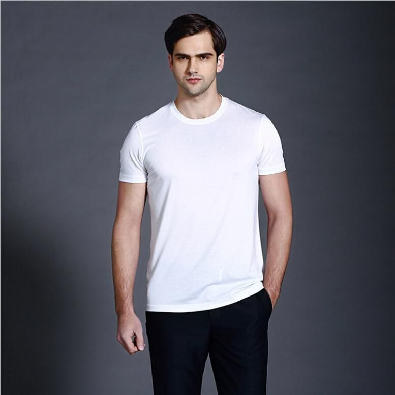Men's short-sleeved t-shirts in spring with a round neck and a solid base