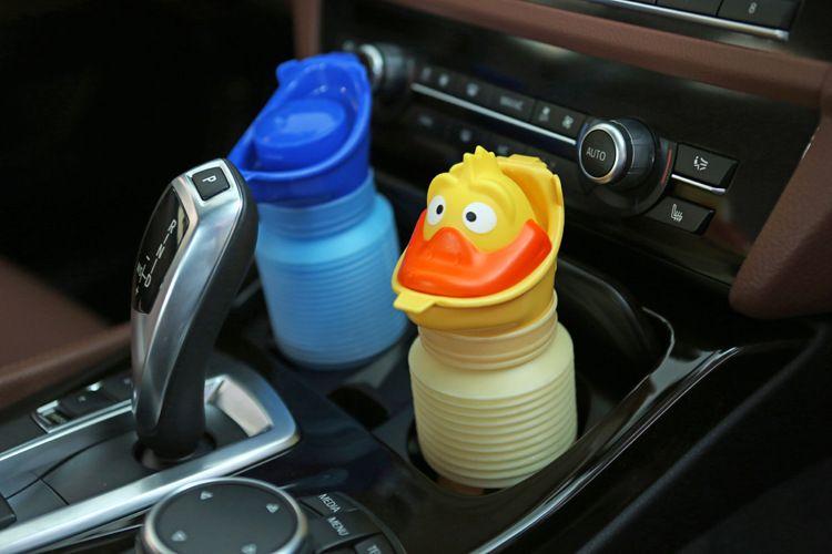 2017 Чехия, животноводство портативный детский автомобиль мочи горшок для маленьких мальчиков писсуаров автомобилей бутылки с мочой чрезвыч...