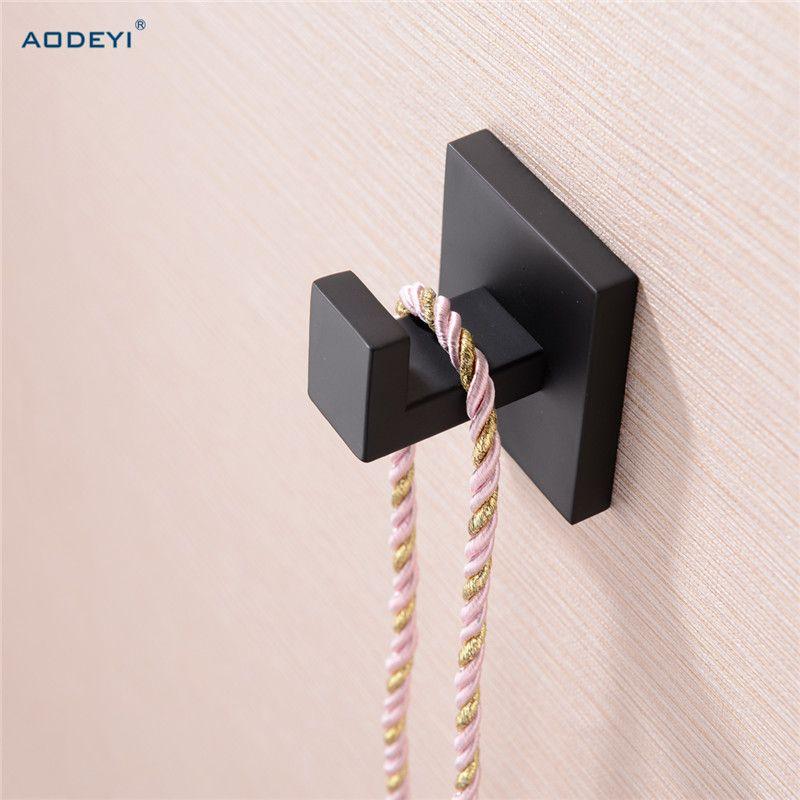 Carré noir solide en acier inoxydable simple Robe crochet porte-serviettes vêtements crochet accessoires de bain 07-011