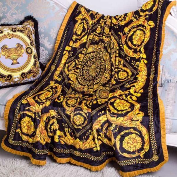 High end 2017 new europe italy classic royal palace design medusa branded gold black green red velvet fabric four season blanket