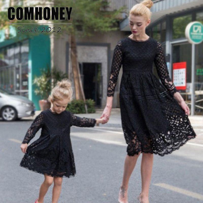 Платья для мам и дочек 2018 Новый Осень кружевное платье принцессы Одинаковая одежда для семейного образа для мамы наряды Мамам и детям