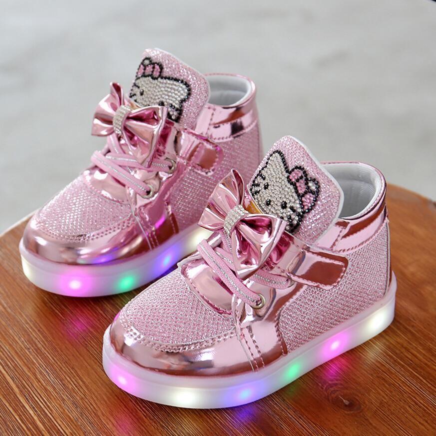 Kkabbyii детей Обувь Новинка весны рисунок «Hello Kitty» горный хрусталь LED Обувь для девочек принцессы Милая обувь с легкими ЕС 21-30