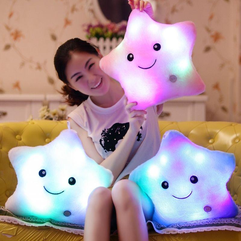Promotion coloré étoiles oreillers lumière LED oreiller lumineux doux Kawaii en peluche lumière oreiller coussin en peluche poupée enfants jouets cadeaux