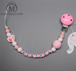 MIYOCAR Personnalisé-N'importe Quel nom de princesse fait Main rose coeur perles en bois factice clip titulaire sucette clips sucette chaîne