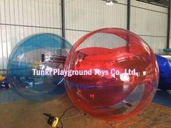 Raksasa Berjalan Di Atas Air Balon