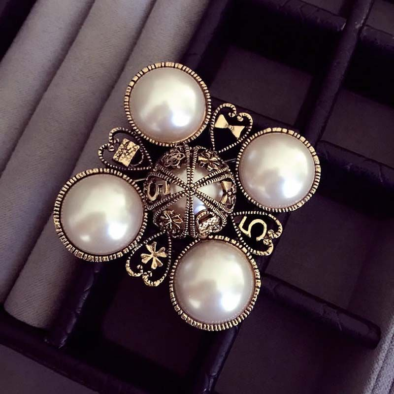 Luxury Famous Designer Number 5 pearl CC style Fashion Jewelry Brooch Pins For Women Sweater Dress 5 Stars Rhinestone Broach