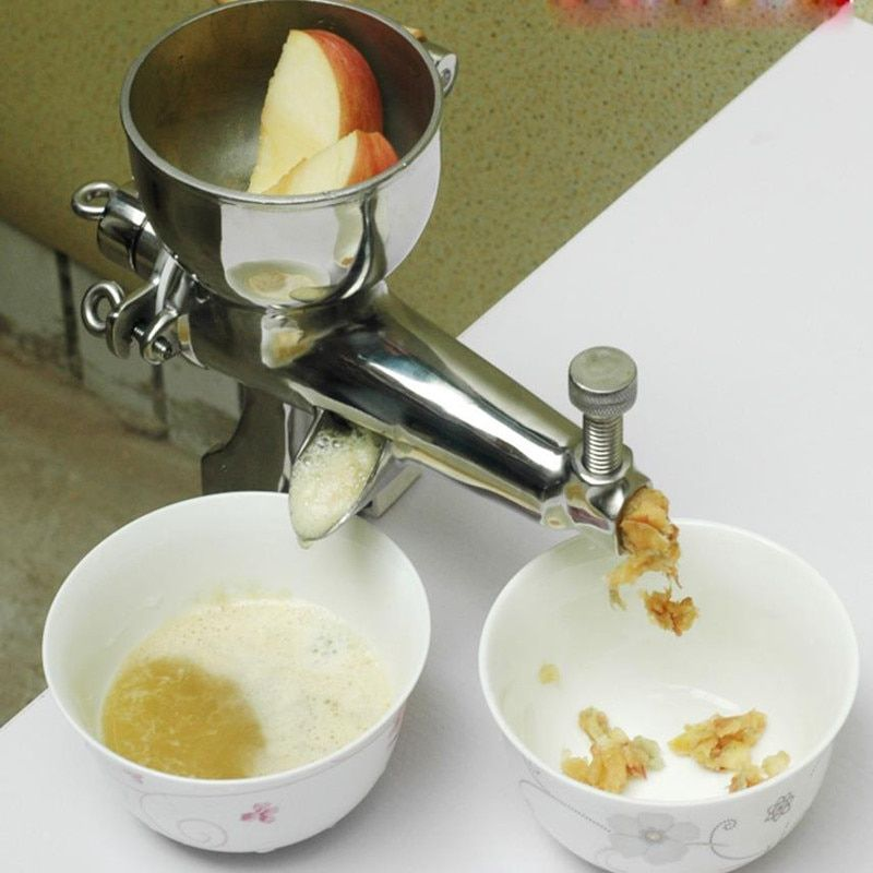 Masticating juicer with hand operated wheat grass juicing machine