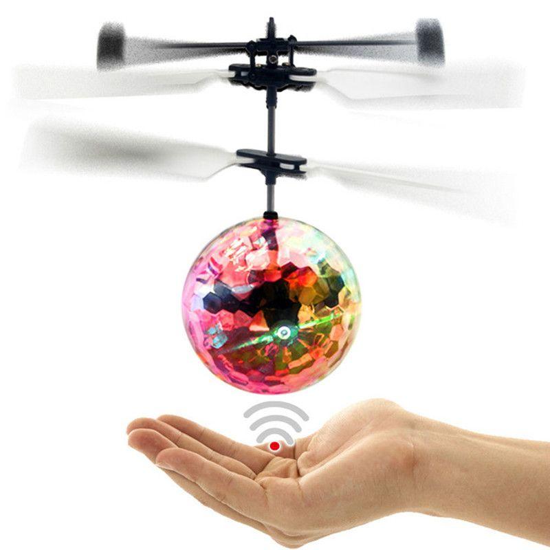 Colorida Bola de Vuelo Del Helicóptero RC Bola de Vuelo Helicóptero Teledirigido Bola Shinning Incorporado LED Lighting Volando Juguetes para Los Niños