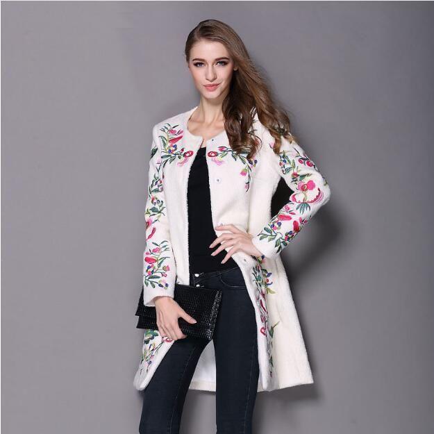 2017 Жeнскaя зимняя кyрткa вышитые шеи с длинными рукавами О Кнопка женский пальто элегантный модное пальто