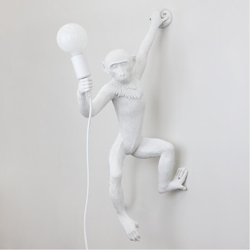 Lampara de pared Kitsch quirky Simple Art Nordic White Replicas Resin Hanging Monkey Wall Lamps Bedroom Led animal Wall Light