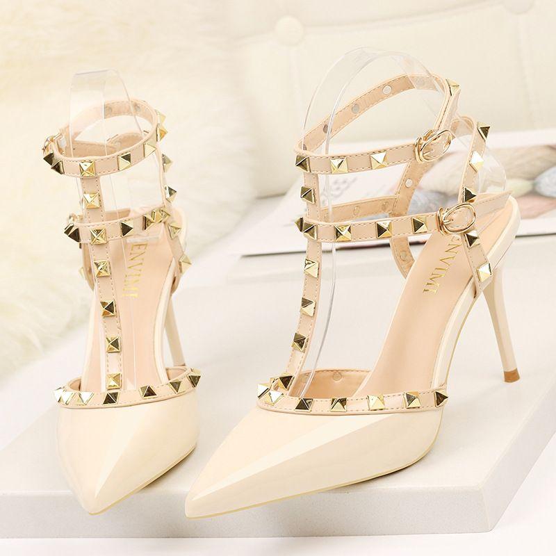 Rivet talons hauts de luxe Designer femmes chaussures dames pompes Sexy printemps été 2019 mode sandales bureau robe blanc noir chaussures