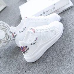WAWFROK/женская повседневная обувь, лето 2018, весенняя женская обувь, модные дышащие женские кроссовки на шнуровке с вышивкой