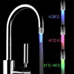 RBG 3 color cambio de luz LED grifo de ducha de agua del grifo sensor de temperatura no batería grifo glow ducha tornillo izquierda Cocina accesorios
