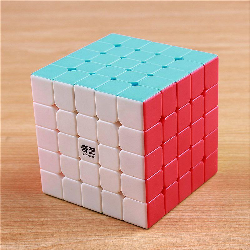 QIYI 5x5x5 magic speed cube autocollant moins professionnel 5 couche Concurrence puzzle cubes jouets éducatifs pour enfants en gros