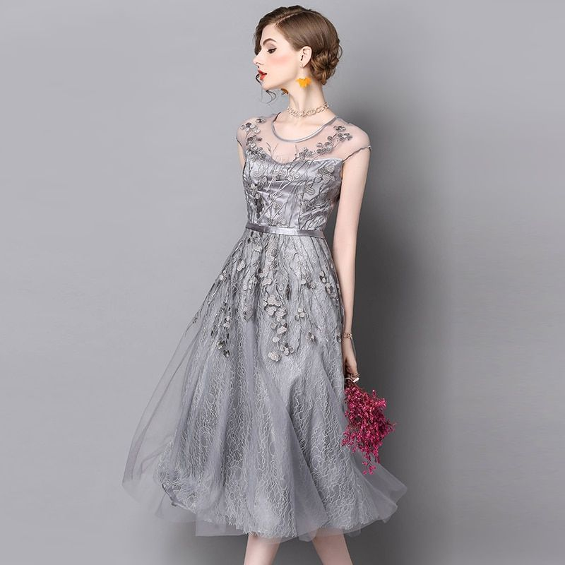 chiffon Women's 2017 summer new dress net yarn embroidery solid color dress medieval lange jurken Gothic imported clothing