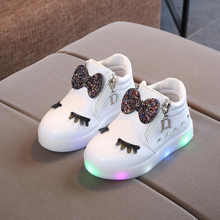 KKABBYII nouvelle mode enfants chaussures rougeoyantes princesse arc filles chaussures LED printemps automne mignon bébé baskets chaussures