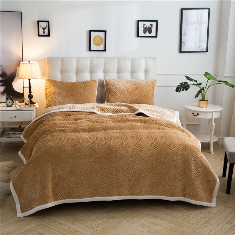 Warm Soft Gold Velvet Blankets Double Layer Thick Plush Throw on Sofa Bed Plane Plaids Solid Bedspreads Home Textile 1PC
