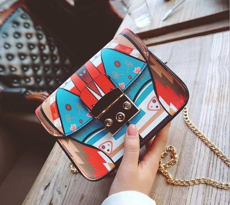 2018 FBRAN tui New style wave chain, small square bag, European style fashion shoulder bag QU