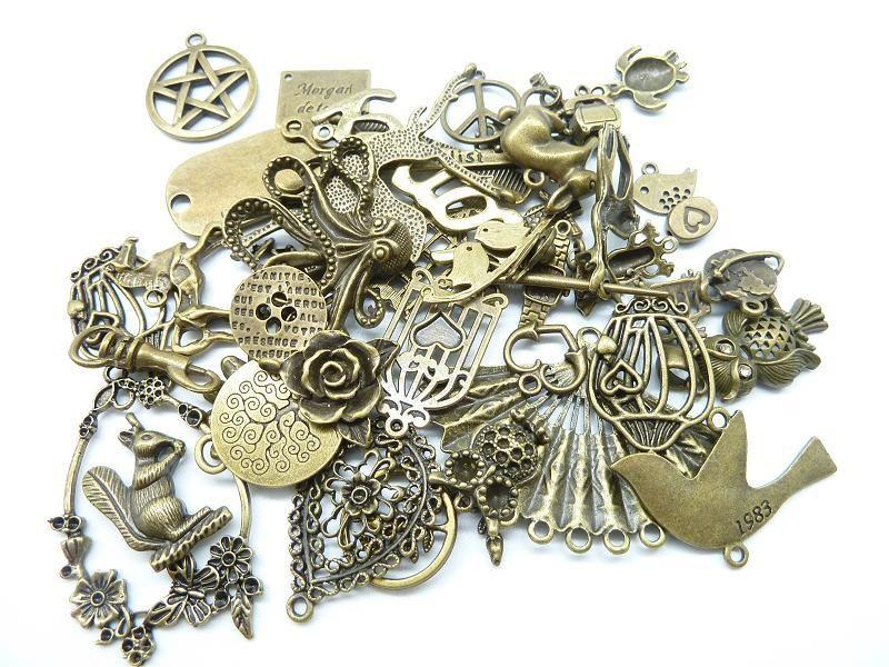 En gros 100g (50 ~ 80 pcs) Mélange Aléatoire Styles Argent Antique, bronze Antique En Alliage de Zinc Charmes Pendentif