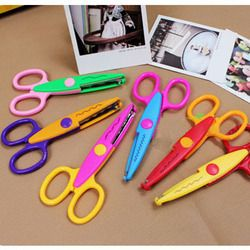1 PCS Handmade DIY Photo Album Laciness Scissors Metal Plastic Scrapbooking Photo Colors Scissors Paper Lace Diary Decoration