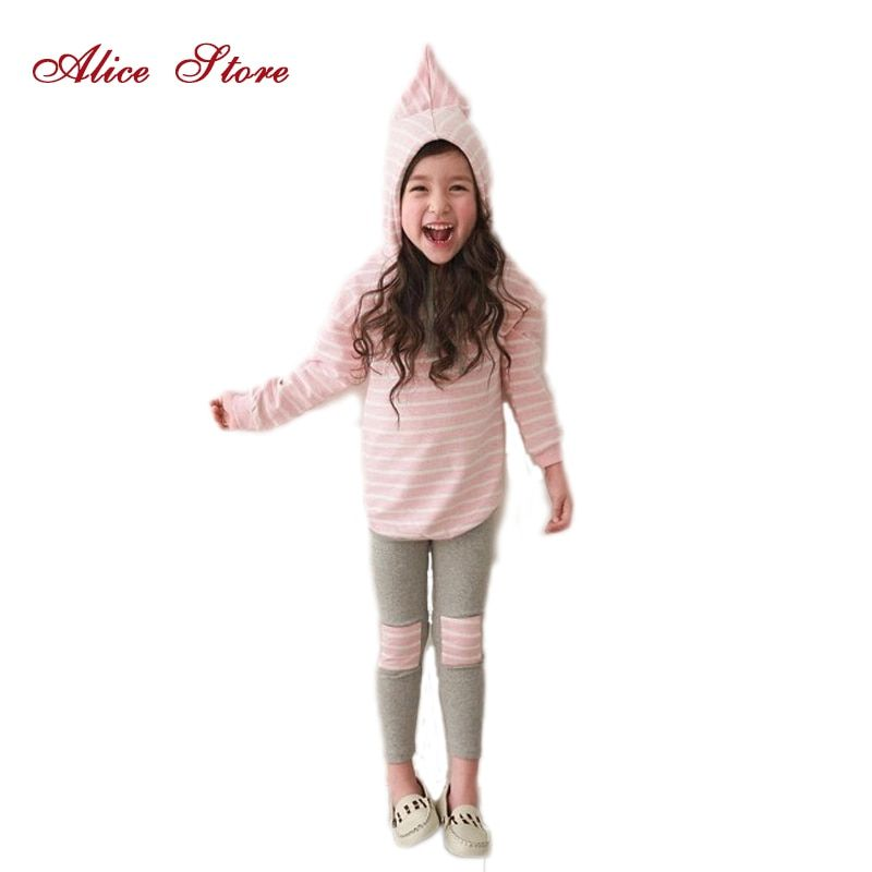 Классическая полосатая одежда для девочек. Комплект весенних розничных футболок 2 шт .+ гетры штаны. Комплекты одежды для девочек и детей сво...