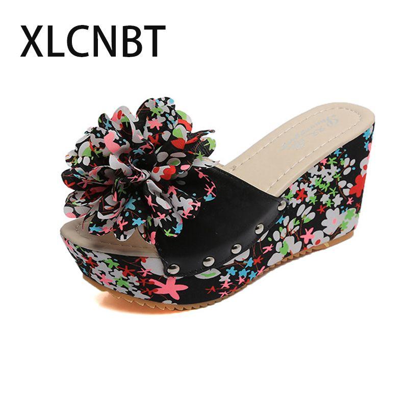 Pantoufle à la mode pantoufles éponge épaisse fleur florale pente avec la bouche de la femme pantoufle belle souper chaussures hautes