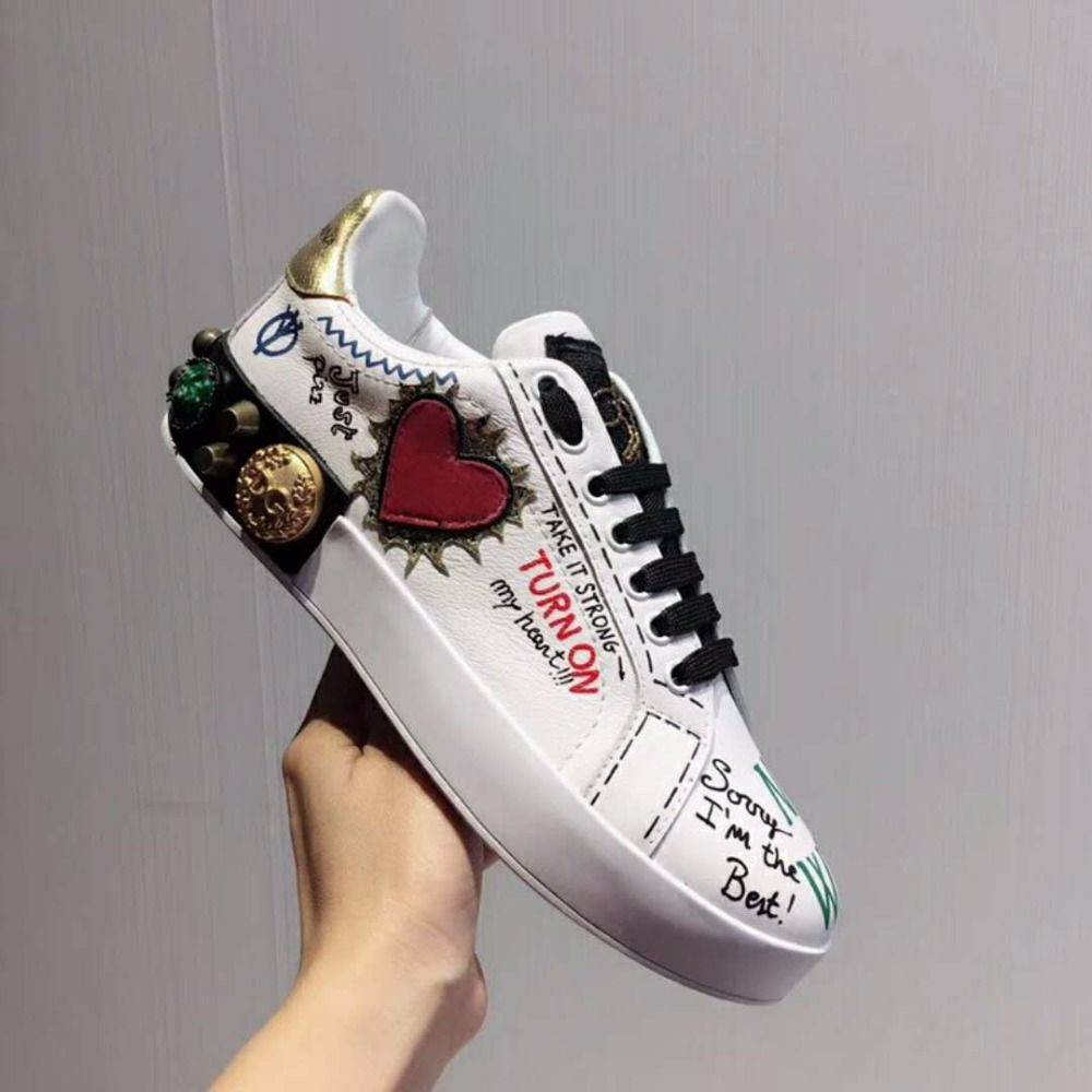 2018 New Women White Shoes with Red Heart Shape Female Sneakers Lace Up White Shoes Girl Couple Leather Shoes