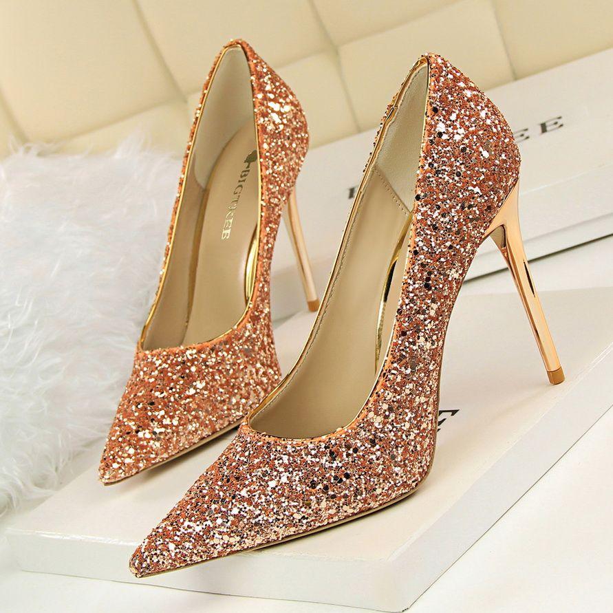 8 Colores Shinning Mujeres Delgadas Tacones Altos Bombas de la Señora Sexy Señaló dedo del pie Zapatos de tacón alto inferiores rojos de La Boda zapatos mujer tamaño pequeño
