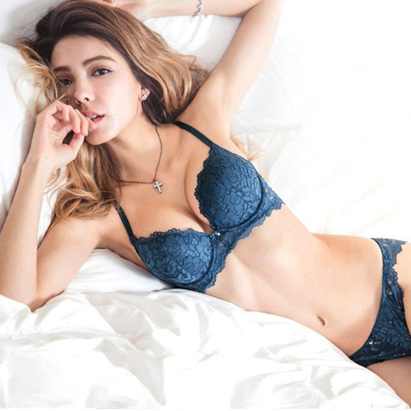 Hot Sexy Push Up Soutien-Gorge Ensemble Marque V Profond Soutien-Gorge Épais coton Femmes Sous-Vêtements Ensemble Dentelle Bleu Broderie Fleurs Lingerie B C tasse