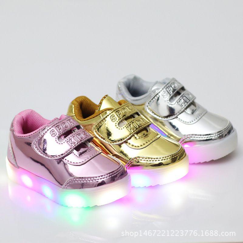 2017 г. Лидер продаж Новая детская обувь освещения детская обувь модный мигалками обувь