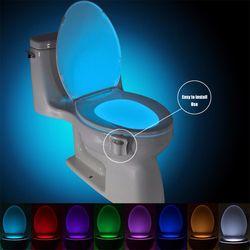 Auto Capteur Activé Salle De Bains Wc Nuit Lumière LED Mouvement Avec 8 Changement de Couleur Batterie Exploité Toilettes Intelligent Lampe de Nuit