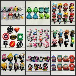 Mezclar modelos 8 unids/lote Mickey Super Hero Avengers South Park accesorios del zapato de los encantos decoración de zapatos para Croc jibz niños regalo